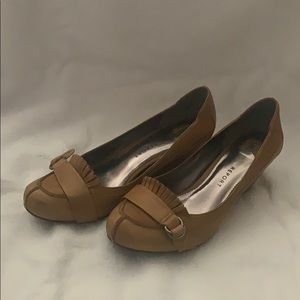 Tan/mustard yellow Report Bonnie wedge loafers